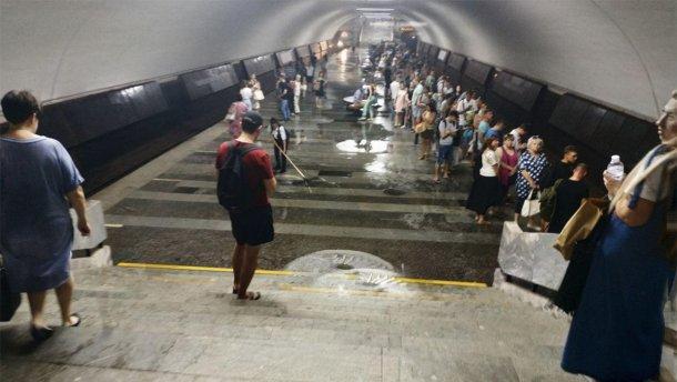 В Харькове затопило станцию метро (видео, фото)