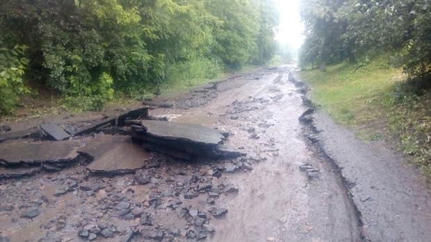 Дождь смыл дороги в Черкасской области (фото)